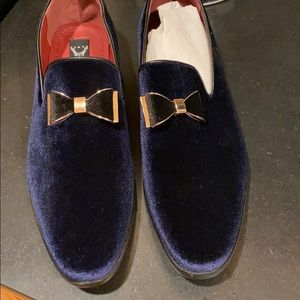 NIB Men's velvet bow shoes